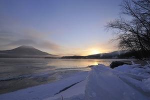 阿寒湖結氷の朝