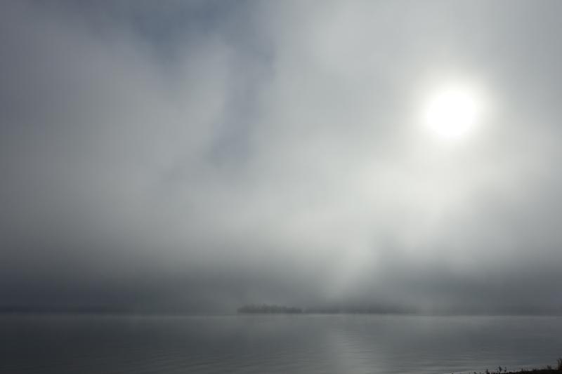 朝靄の中から雄阿寒岳登場