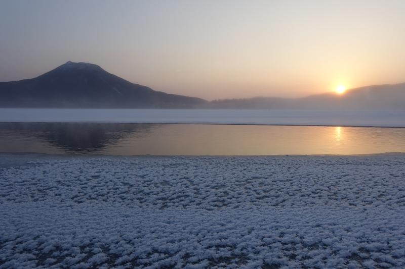 雄阿寒岳と日の出
